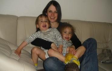 Beth Schlesinger and her children. Photo: COURTESY OF HELPBETH.ORG